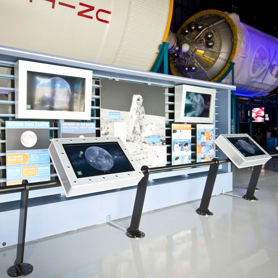Apollo/Saturn V Center: Race to the Moon