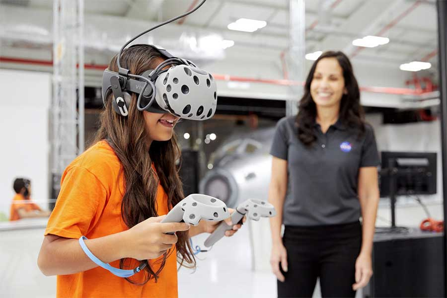 A student partakes in a virtual reality mission on Mars.