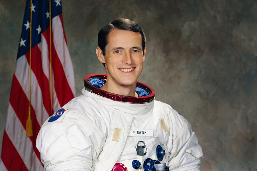 Official portrait of Astronaut Edward Gibson