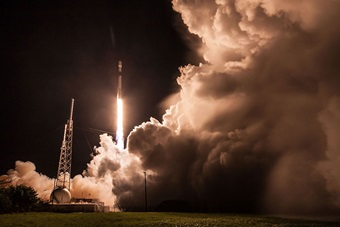 SpaceX night launch of a Block 5 rocket from Launch Complex 40.