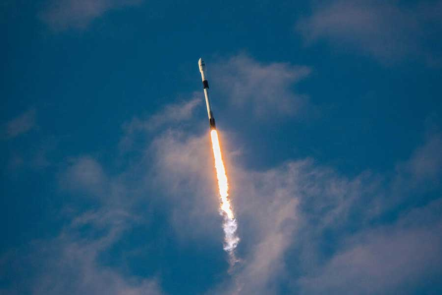 SpaceX Falcon 9 rocket in flight with Block 5 configuration.