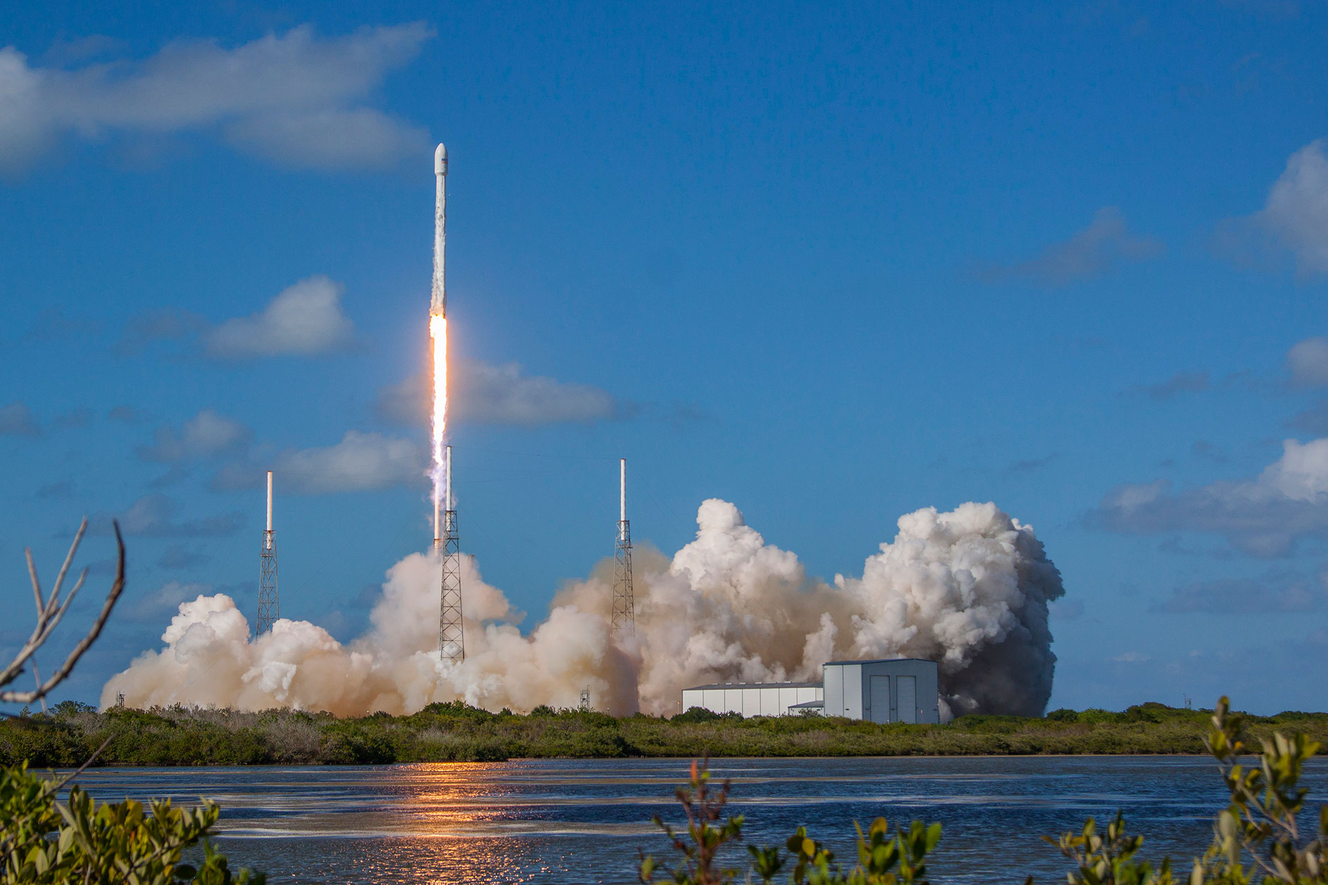 spacex thaicom 8 rocket launch